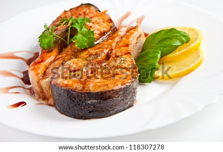 Crispy grilled salmon steak with lemon and basil
