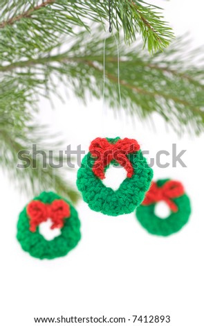 Crocheted Christmas Wreath Ornaments - Free Crochet Pattern