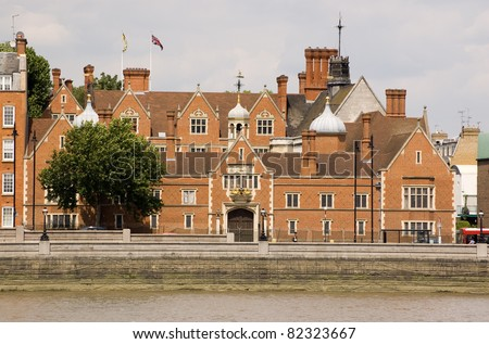 Crosby Hall overlooking the River Thames in Chelsea, London.  With parts of the building dating to the 15th Century, the Hall was once occupied by the future King Richard III when Duke of Gloucester.