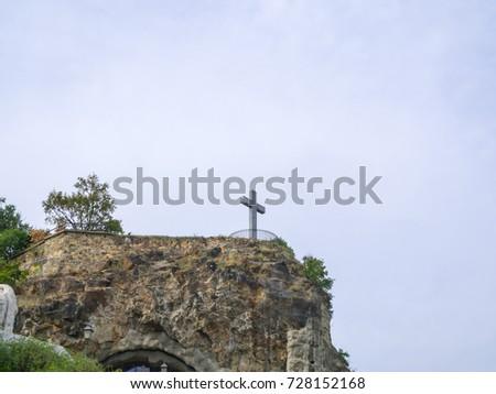 Cross on hill at Gellert Hill Cave, Gellerthegyi Barlang, Budapest, Hungary Stock fotó ©