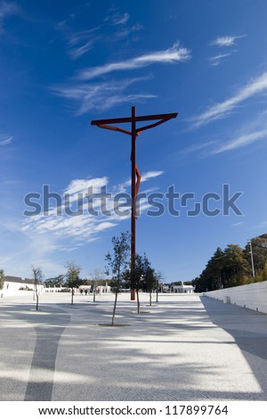 Cross on plaza of Sanctuary of Our Lady of F�¡tima