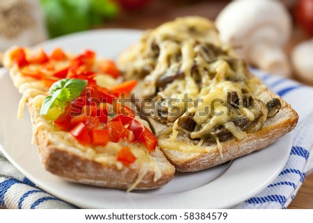 Crostinis with pepper and mushrooms