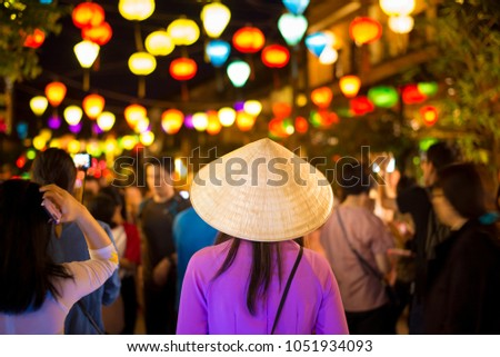 Crowded of tourists are traveling at Hoi An night street market , Vietnam. Stockfoto ©