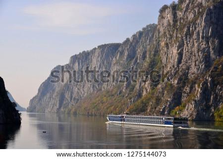 Cruise ship  crossing danube defile,romania Imagine de stoc ©