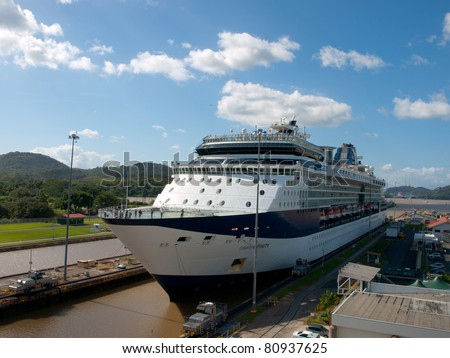 Cruise ship Panama canal