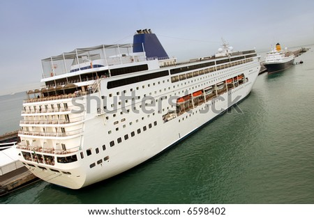 Cruise ship with vanishing point