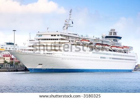 Cruise visiting Las Palmas