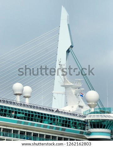 Cruiseship and Erasmusbridge