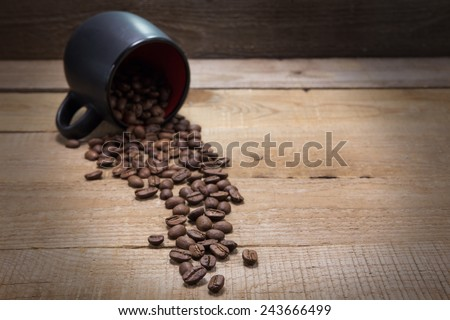 crumble coffee beans and black circle on the wooden table