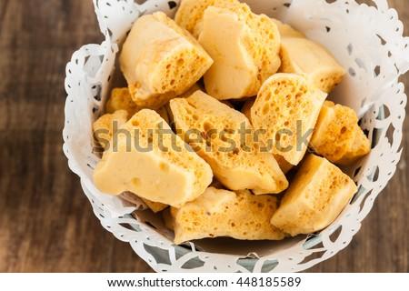 Crunchy honeycomb hokey pokey or cinder toffee Stockfoto ©