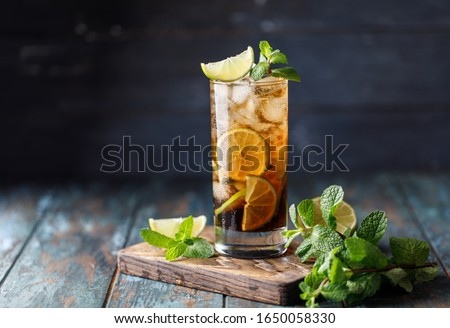 Cuba Libre or long island iced tea cocktail with strong drinks Photo stock ©