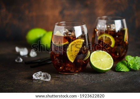 Cuba Libre with brown rum, cola and lime. Cuba Libre or long island cocktail. Photo stock ©