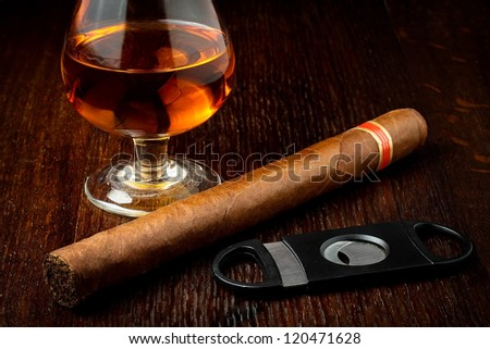 cuban cigar with a glass o rum