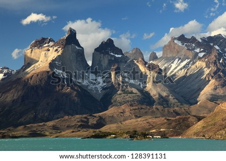 Cuernos del paine from lake pehoe