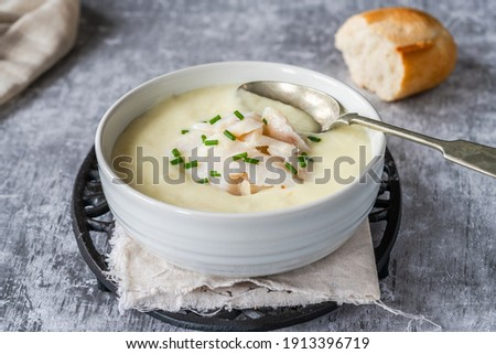Cullen skink - traditional Scottish soup made of smoked haddock, potatoes and onions ストックフォト ©