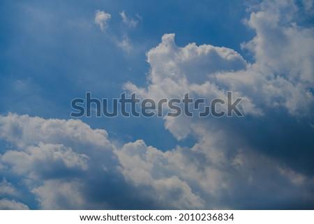 Cumulonimbus clouds in the deep blue summer sky Foto stock ©