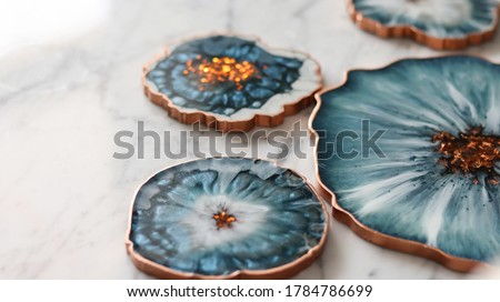 Cup holder, epoxy resin tray, marine-style stone cut. Blue stains of paint, gold trim. Subject for table setting. Gloss, reflection. Сток-фото ©