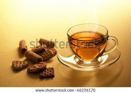 Cup of hot tea with chocolate cookies