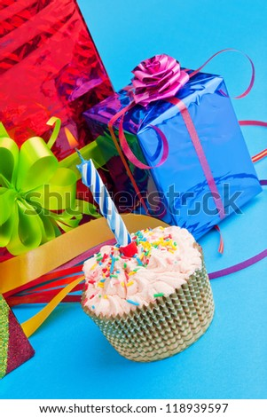 cupcake and gift boxes