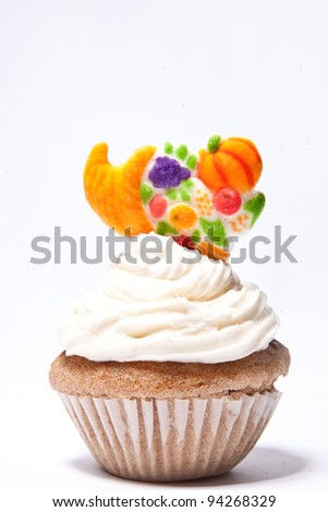 Cupcakes with Fall basket on top