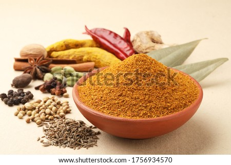 Curry Masala Powder with ingredients, this is a common spice ,curry powder  in Indian kitchen Stock foto ©