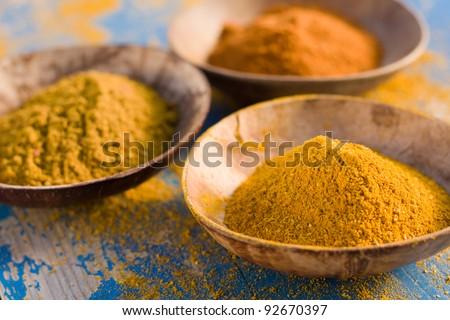 Curry powder in bowls