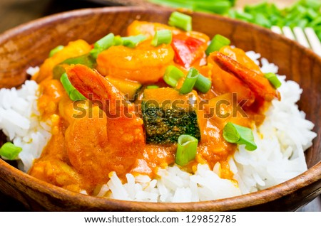 Curry with prawns, fishes, vegetables and chives