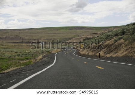 Curves in the road in the back country of palouse.