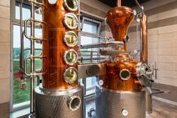 Custom Made modern Copper still machine to still and  produce spirits.