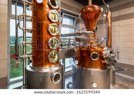 Custom Made modern Copper still machine to still and  produce spirits.