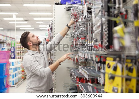 customer in a tool store