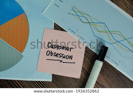 Customer Obsession write on sticky notes isolated on Wooden Table. Foto stock ©
