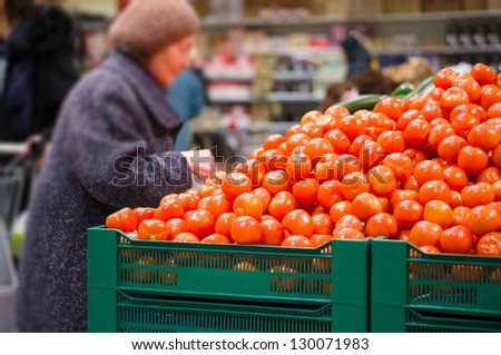Customer select tomatoes in supermarket