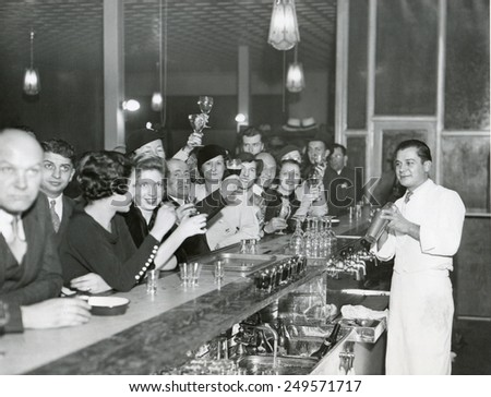 Customers at a Philadelphia bar after Prohibition's end, Dec. 1933. Foto stock ©
