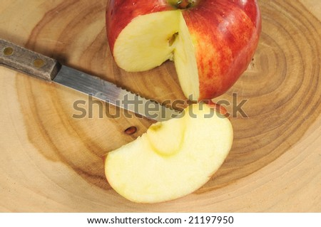 how to cut an apple without a knife