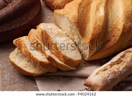 Cut fresh bread on the tablecloth