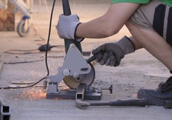 Cut Off Tool vs Angle Grinder. Cutting metal with angle grinder.