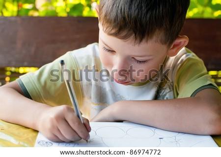 cute boy draws something