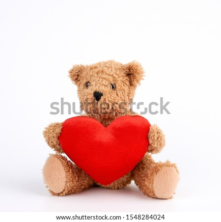 cute brown teddy bear holding a big red heart on a white background, holiday gift for Valentine's Day Foto stock ©