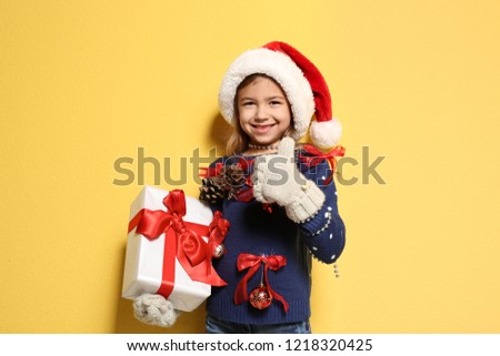 994e27e4e Free photos Portrait of a little girl holding a gift