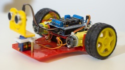 Cute moving robot made with arduino uno