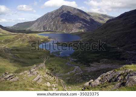 Cwn Idwal And The Views From The Devils Kitchen Snowdonia