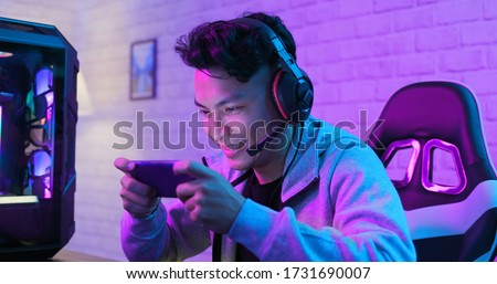cybersport pro asian gamer win the game happily