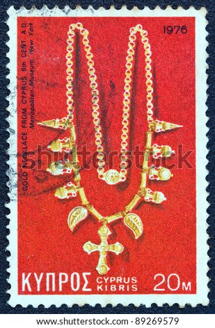 CYPRUS - CIRCA 1976: A stamp printed in Cyprus shows a gold necklace from 6th century AD found in Cyprus and now exposed in Metropolitan museum New York, circa 1976.