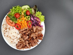 Döner Teller mit Reis - Piatto kebap con Riso  - pilavlı Döner tabağı - doner plate with rice and rice