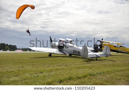 DALA - JARNA, SWEDEN - 11 AUGUST: Scandinavian airshow with old plane and powered paraglidning .  Official name is Flygfesten , org are Vasterdalarnas flygklubb at Dala - Jarna, Sweden August 11, 2012