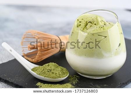Dalgona Matcha Latte, a creamy whipped matcha, on light background. Matcha green tea. Foto stock ©