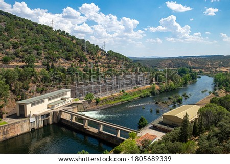 Dam or reservoir in Cijara, bordering the provinces of Caceres and Badajoz. The dam is framed in a natural environment in which all the natural beauty of can be apreciated