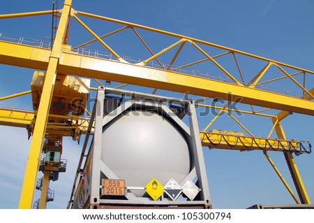 Dangerous goods container and industrial crane