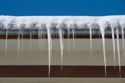 Dangerous icicles. Fines for snow and ice on roofs.